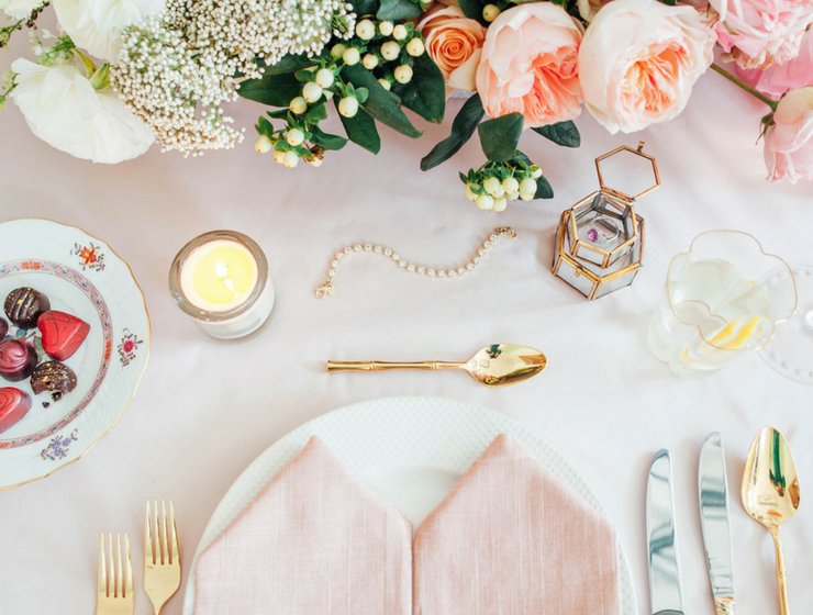 Plan the Perfect Valentine's Day Dinner W/ These Fancy Table Settings