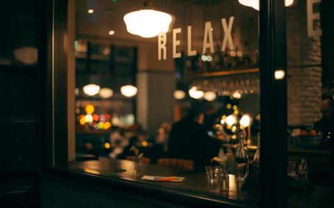 Bar Decor For Minimalist Sophistication