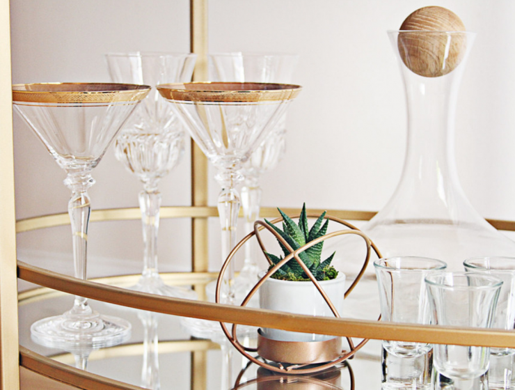 3 Guidelines To Decorate Your Bar Cart For A Glam Party