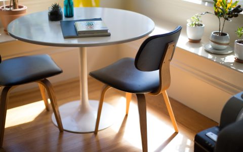 5 Mid-Century Dining Chairs For A Glam Dinette