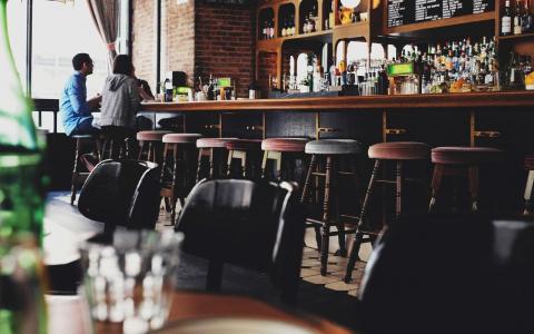 8 Mid-Century Modern Bar Stools For Any Glam Bar