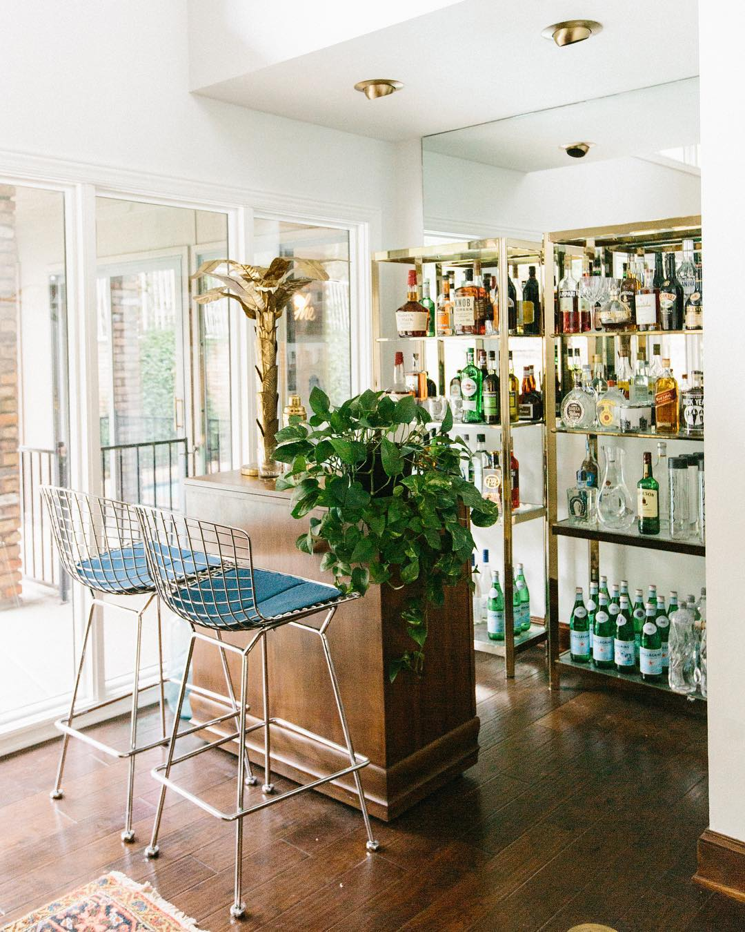 The Ultimate Living Room Bar Ideas For A Sophisticated Home_2