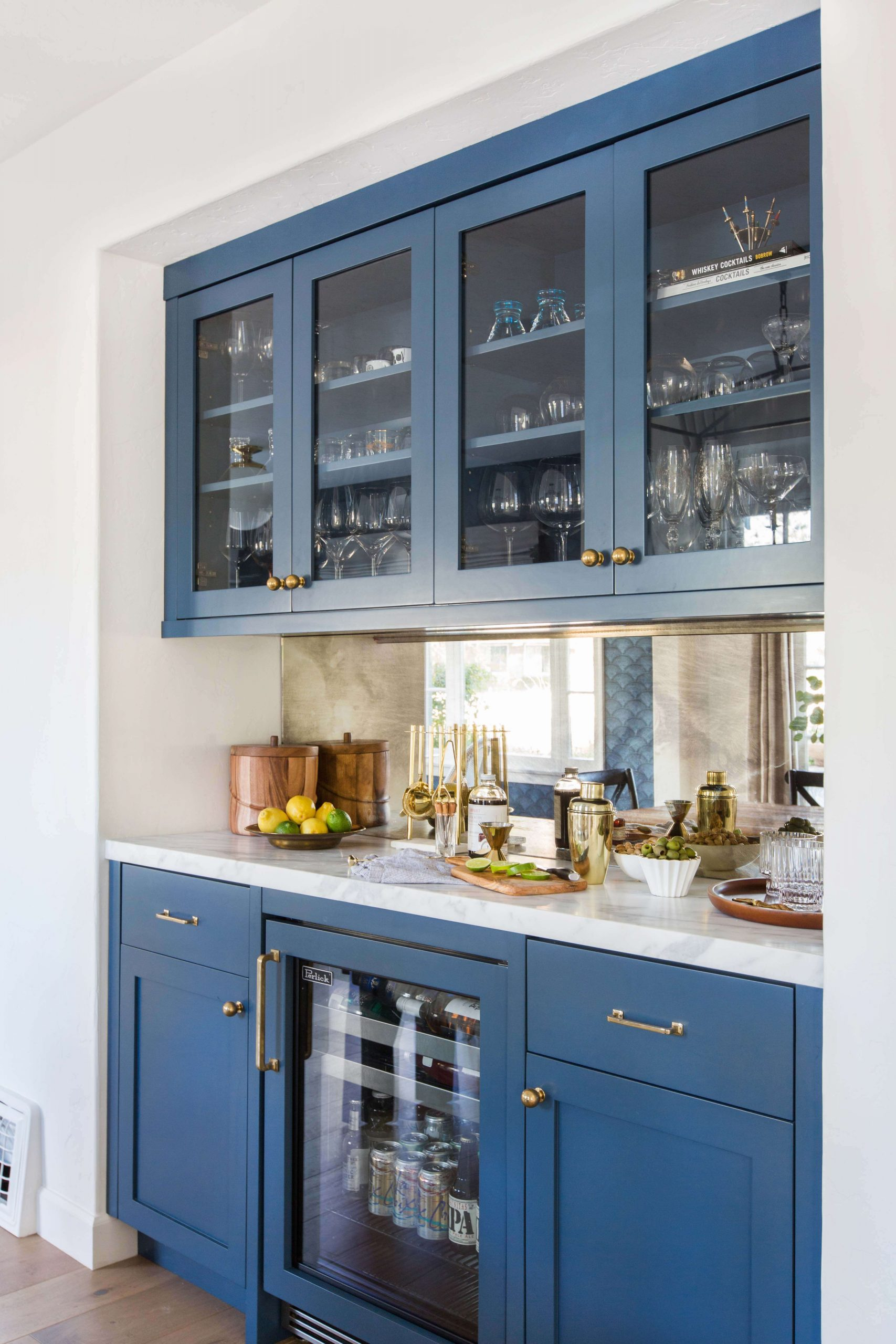 8 Home Bar Ideas To Elevate Your Home Decor_3