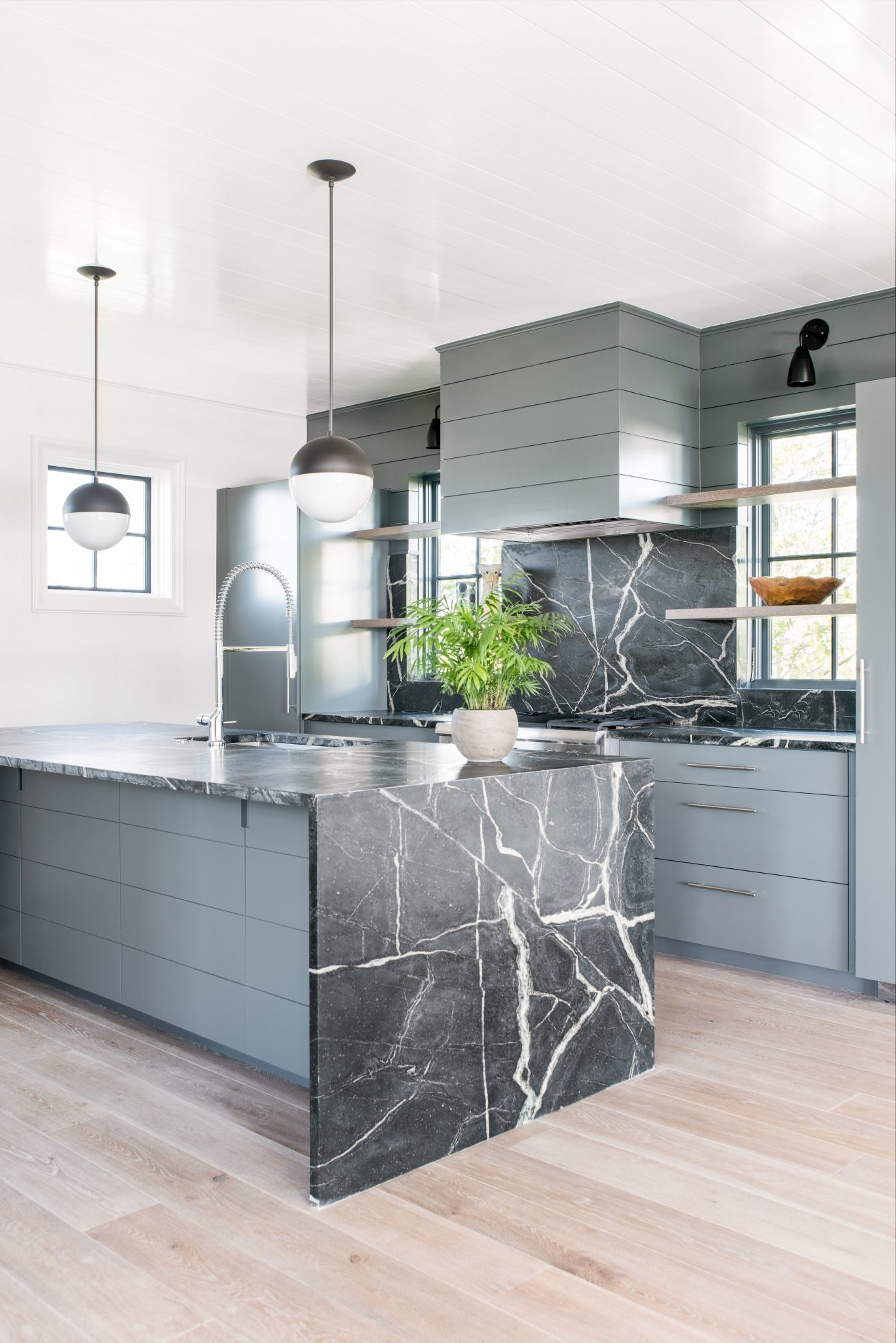 8 Kitchen Islands That Are Inspiring And Stylish_3