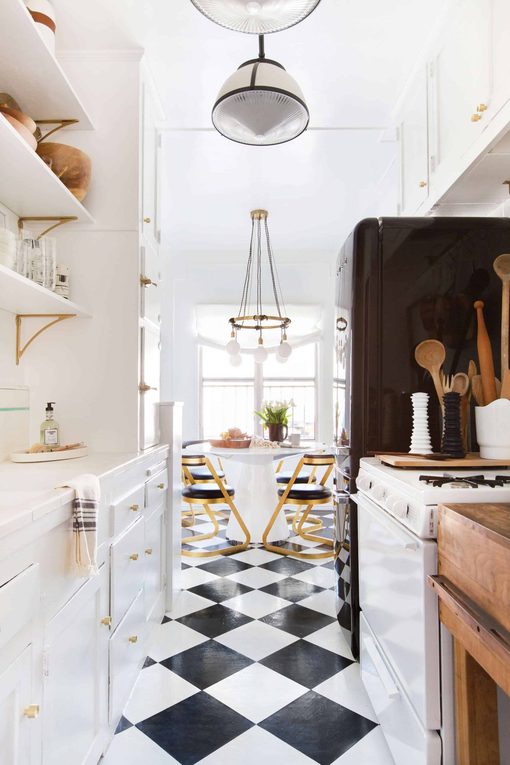 Vintage Kitchen Ideas That Inspire A Switch To Mid-Century Style_2